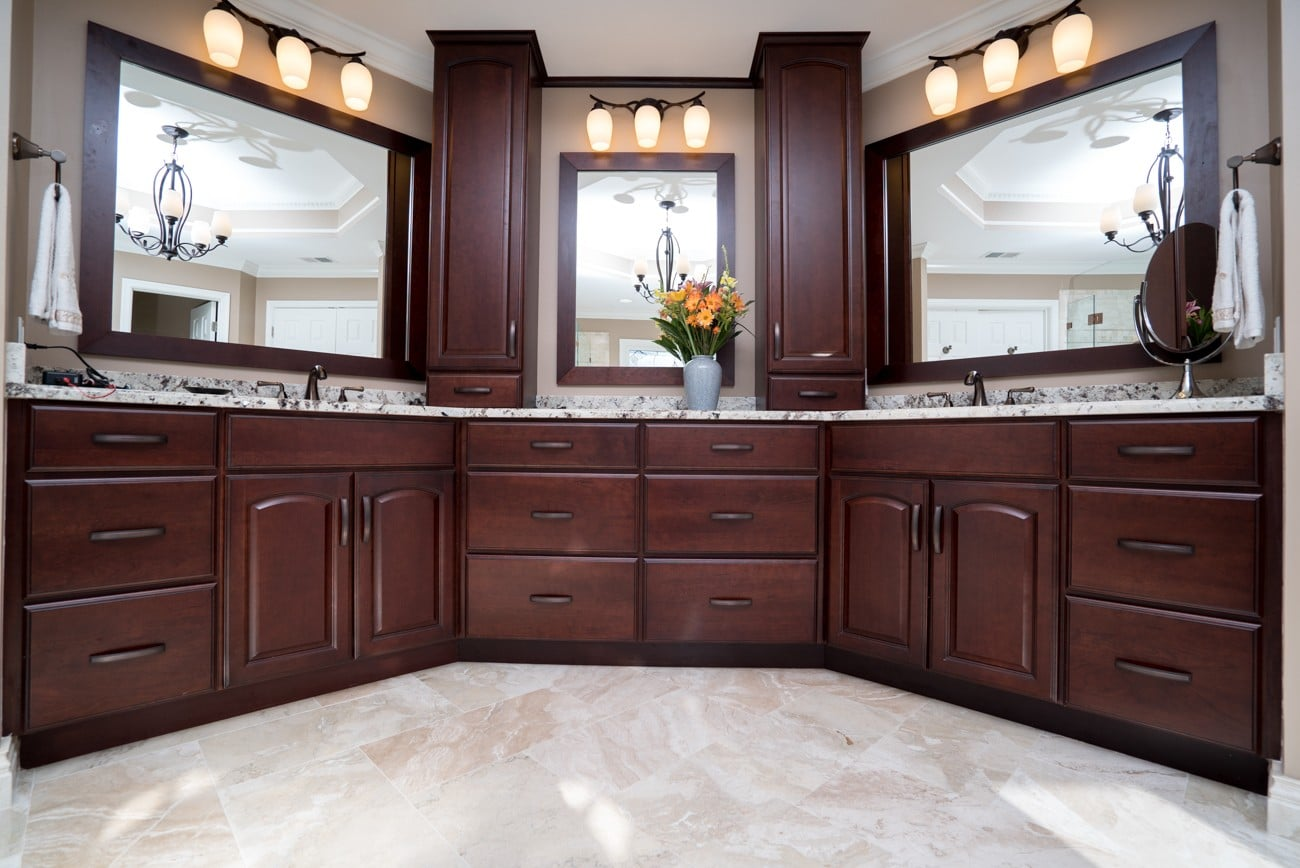 bathroom with several lighting options