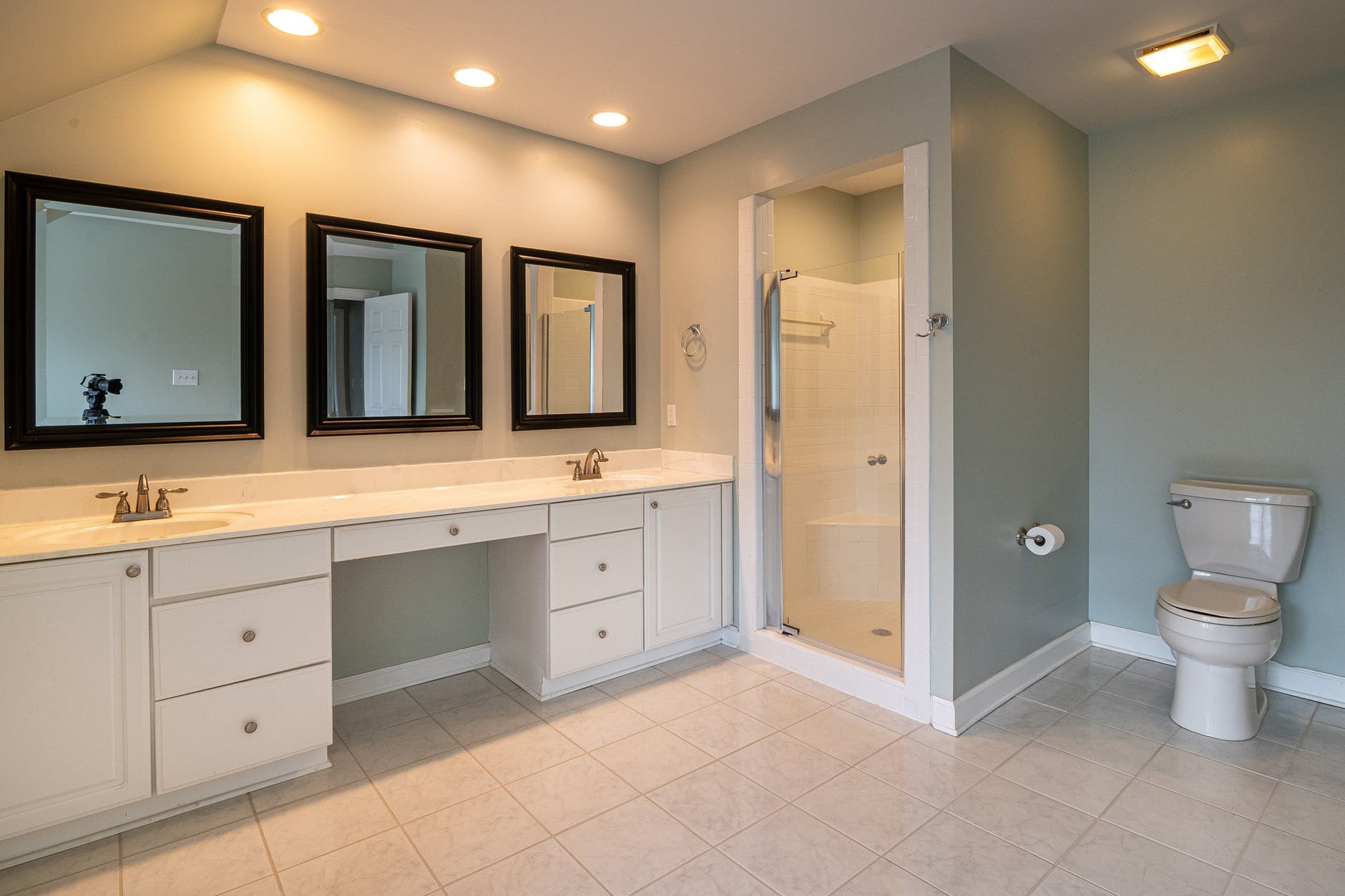Bathroom flooring ideas with ceramic tiles