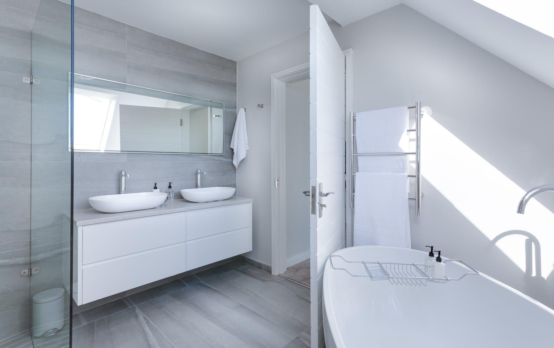 Bathroom with Vinyl floor