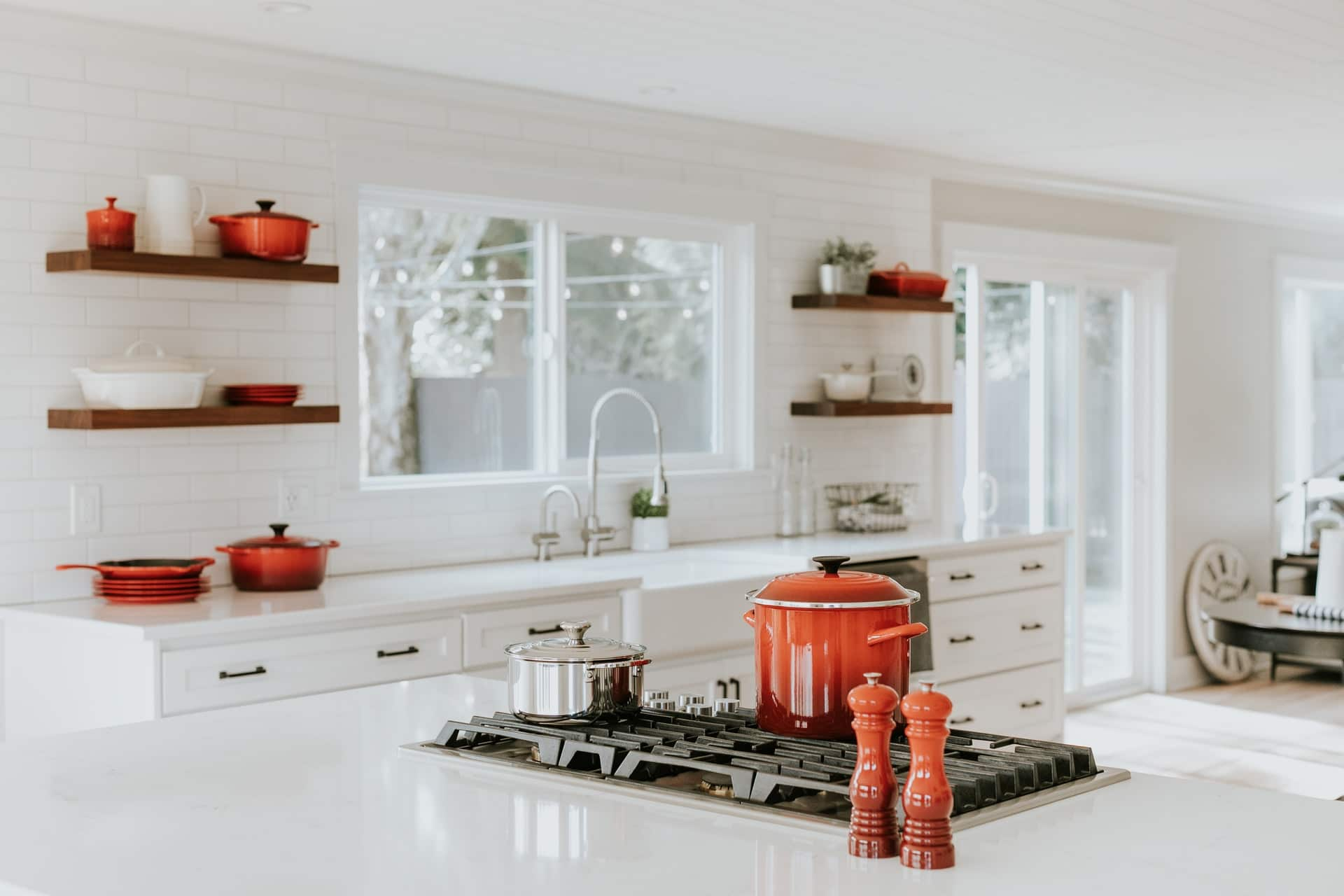 Functional kitchen with shelves